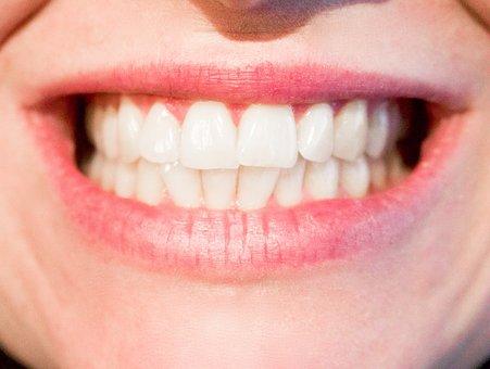 Wybielanie zębów coraz bardziej popularne.